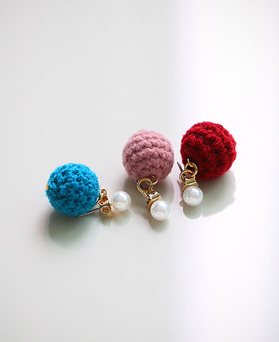 1045108 - <ER1181_GZ01> Candy pompom pearl earrings