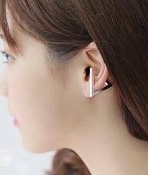 231800 - <EC065-CD19> Matt Triangle ear cuff