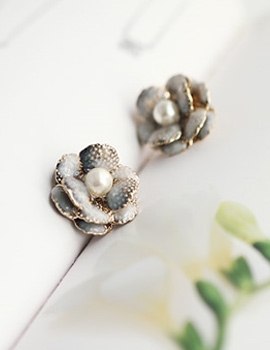233437 - <ER104-CG17> Demeter Flower earrings