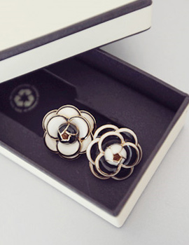 233461 - <ER327-S> [Immediate out of stock] Coco lady earrings