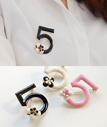236603 - <FI020-FH04> Number 5 brooch
