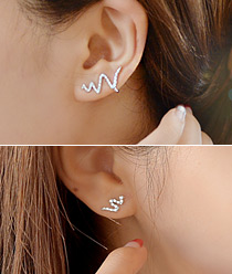 237204 - <EC097-CA19> [Silver Post] Unbalanced snake ear cuff