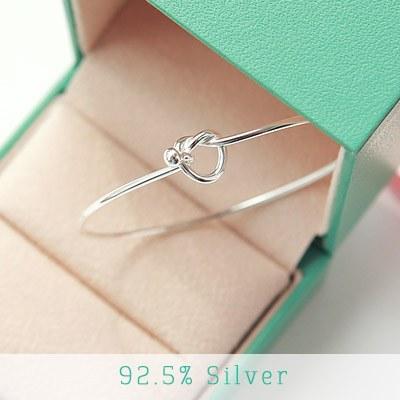 1043330 - <BC339-BD06> [Silver] twist heart bangle bracelet
