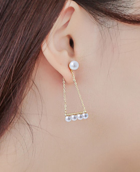 1043548 - <ER773-S> [Silver Post] lady in pearl earrings