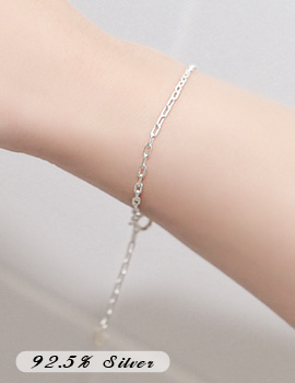 1043653 - <BC424-A> [Silver] square shot chain bracelet