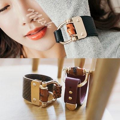 1043752 - <BC437-HA04> mish leather bracelet