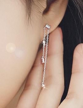 1043768 - <ER824-DG14> [Silver Post] shall we kiss earrings
