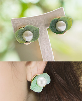 1044447 - <ER1006_DL05> Leaf pearl earrings