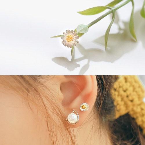 1044722 - <SL507_GE00> [Single sale] [Silver] air Flower piercing