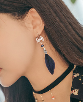 1045249 - [Spring] ethnic holly earrings