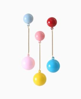 1045729 - <ER1327_GE13> [Silver Post] Contrast ball earrings
