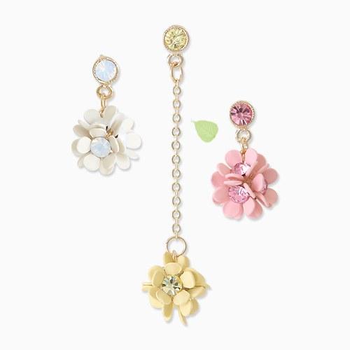1045745 - <ER1338_DL00> [Same day release] [clip type] Unbalanced April Flower earrings