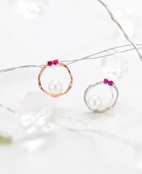 1045802 - <ER1356_DH08> [Silver Post] coy pearl earrings