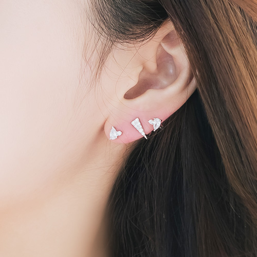 1045899 - <ER1386_CB11> [Silver Post] Unbalanced Pablo earrings