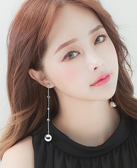 1045937 - <ER1400_CD08> [Silver Post] long long ball earrings