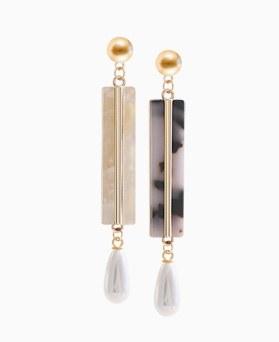 1045969 - <ER1398_CE14> Blondie pearl drop earrings