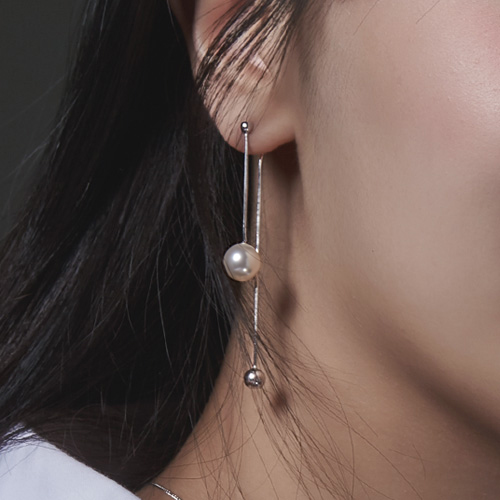 1046682 - <ER1580_BE00> [Silver] Reta pearl earrings