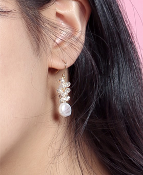 1046773 - <ER1615_CC10> Sonia long earrings