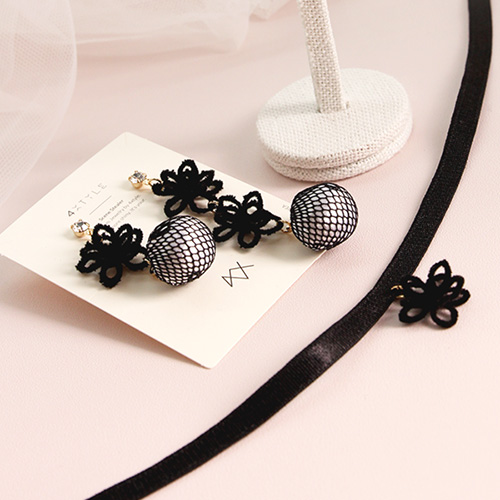 1047120 - <JS307_IH12> [earrings + necklace] black Flower set