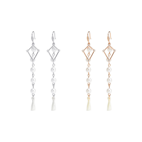 1047128 - <ER1763_DE05> [Silver Post] Ad long tassel earrings