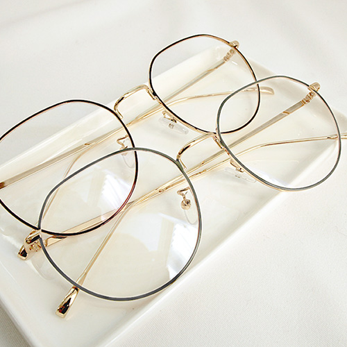 1047172 - <FI124_CA00> Mary Elle's glasses