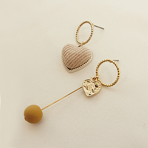 1047158 - <ER1768_DG05> Abel Unbalanced heart earrings