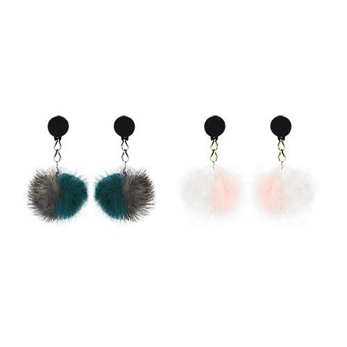 1047276 - <ER1821_CC16> Angela Fur chain earrings