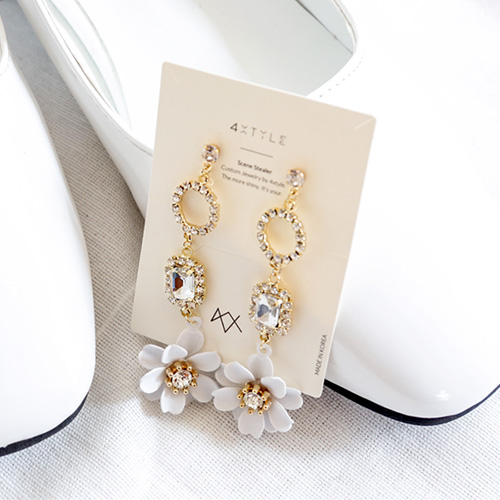 1047555 - <ER1917_DH17> [clip type] Blooming Flower drop earrings