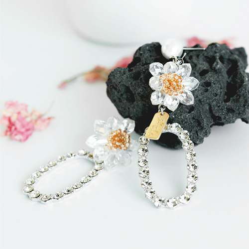 1047723 - <ER1949_CE17> [handmade] Aure Flower crystal Unbalanced earrings