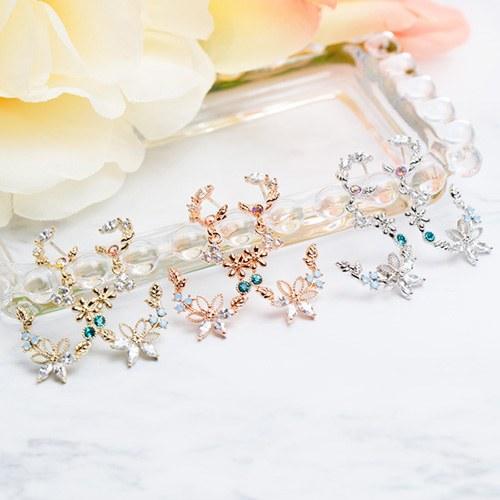 1047744 - <ER1958_DD24> [Silver Post] moon Flower cubic earrings