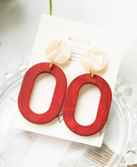 1047943 - <ER2000_CH24> Wood mari drop earrings