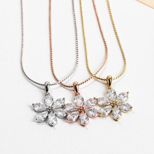 1048297 - <NE554_IH03> merry Flower crystal necklace
