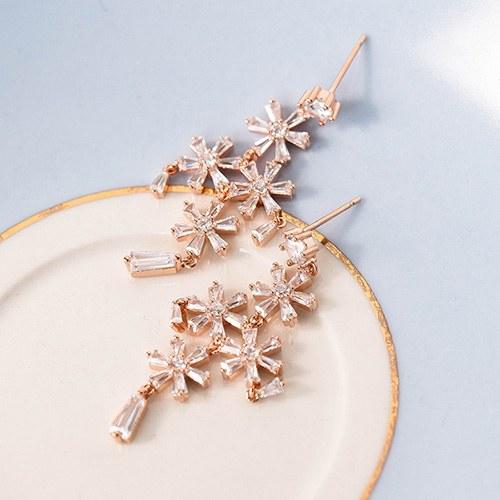 1048963 - <ER2151_DI13> Chandelier flower earrings