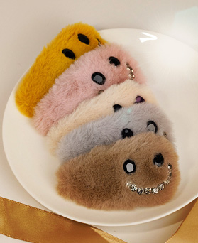 1049106 - <HA737_S> [Sold out] smile Fur hairpin