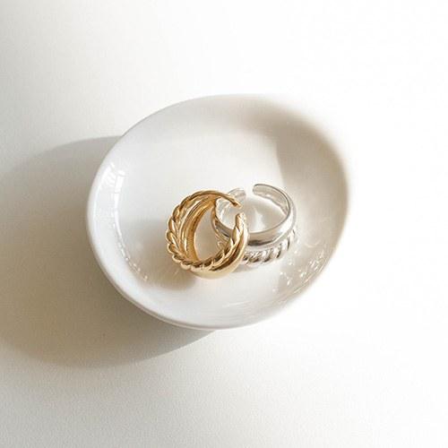 1049216 - <RI866_AD01> [Silver] two line twist ring