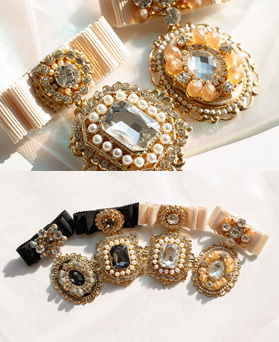 1049260 - <FI300_FA09> Jewel crystal ribbon brooch