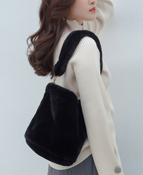 1049306 - Soft Fur Shoulder Bag