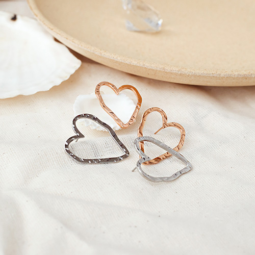 1049540 - [Stainless Steel] unique line heart earrings