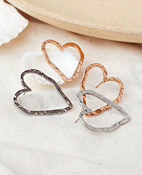 1049540 - <ER2222_GI07> [Stainless Steel] unique line heart earrings